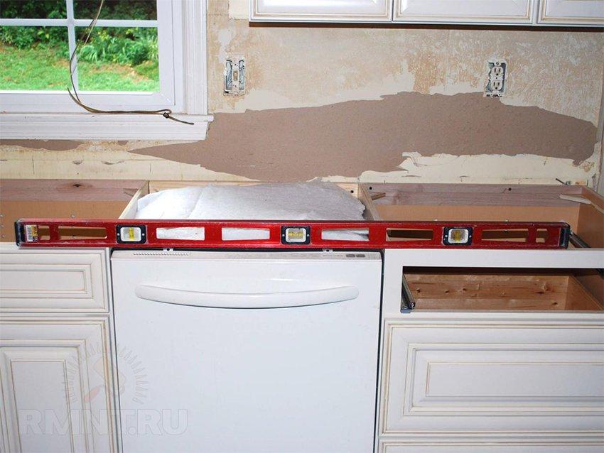 Устанавливаем столешницу на кухне своими руками 145