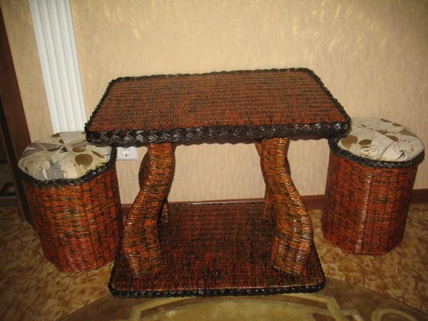 Столик из газетных трубочек