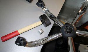 Как самостоятельно снять крестовину (пятилучье) офисного кресла