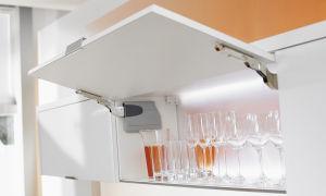 Как самостоятельно установить газлифт на кухонный ящик?