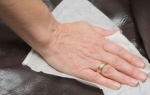 Как почистить загрязнившееся кресло с тканевой обивкой в домашних условиях