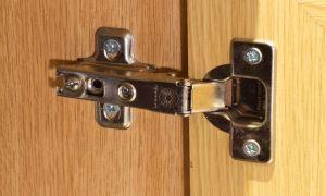 Как самостоятельно установить петли на двери для шкафа?