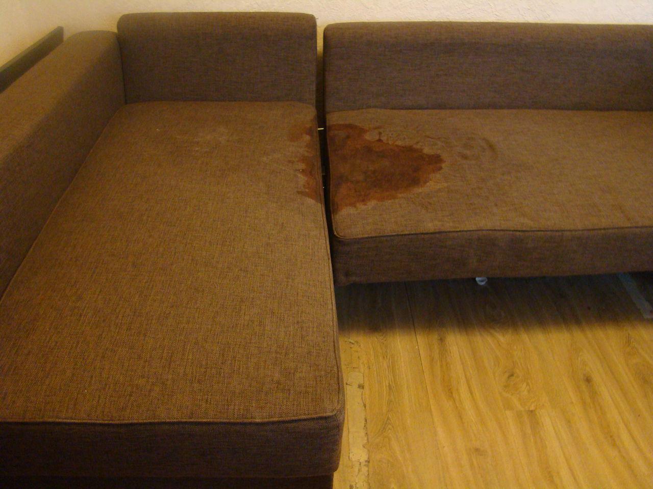 Как очистить диван от пятен и разводов в домашних условиях
